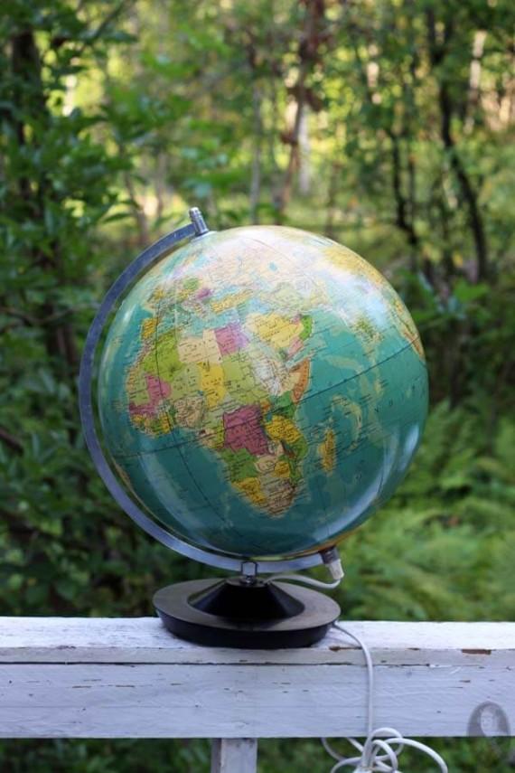 vintage globe 1987