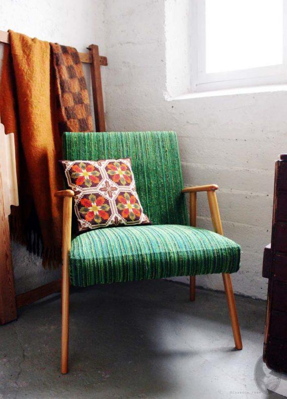 vintage midcentury stoeltje met groene bekleding