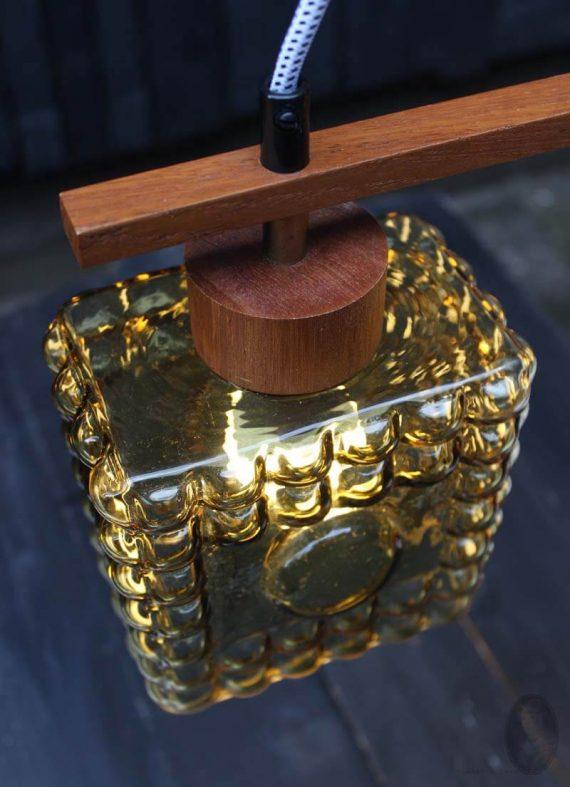 mid century hanglamp met 2 lichtpunten teak oker detail hout