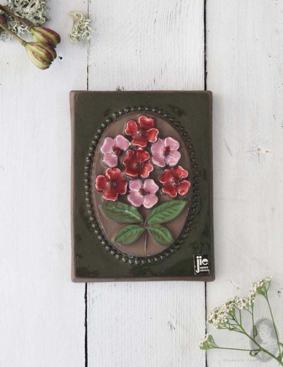 vintage wandtegel rode en roze bloemen medium
