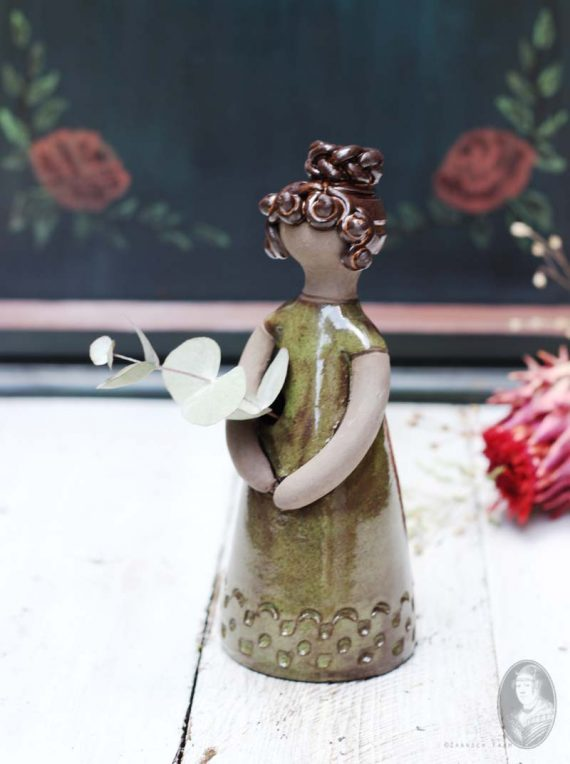 vintage vaasje vrouwfiguur elbogen gele jurk knot 2
